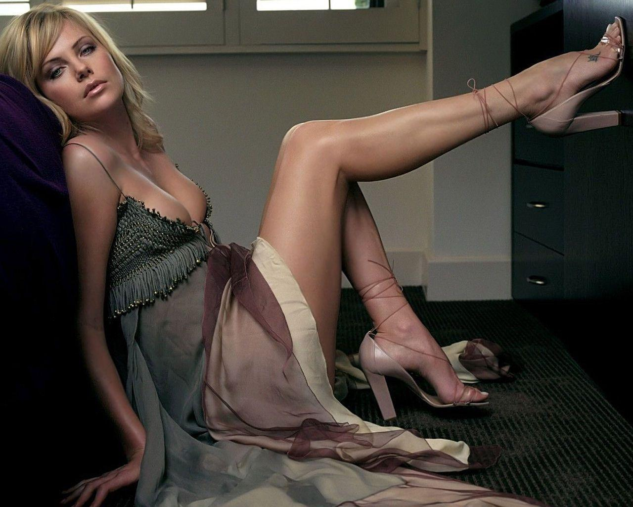 Charlize Theron Sexy Pose Floor Fit Women Wallpapers